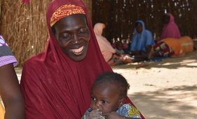 Une femme au centre de santé dans l'attente d'une consultation. @UNFPA WCARO/Habibou Dia
